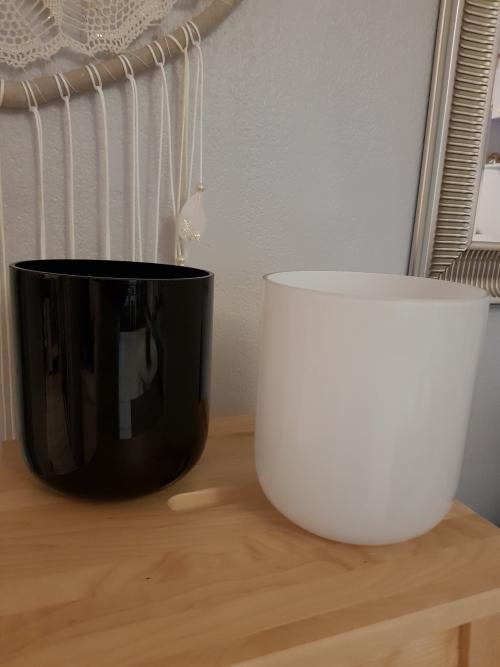 vase-cylindrique-blanc-et-noir